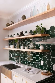 Anchored by a dark green Hexagon Tile backsplash, this bright and beautiful kitchen serves up bold color and pattern. Home Decor Kitchen, Kitchen Interior, Home Kitchens, Green Kitchen, New Kitchen, Kitchen Tiles, Hexagon Tile Backsplash, Copper Backsplash, Hexagon Tiles