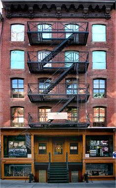Tenement Museum (the story of immigrant families and visitors view restored apartments of past residents from different time periods), New York. #NYC