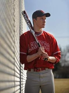 For guy idea picture senior baseball - bing images. tanya bowen · sports photography poses and inspiration Baseball Senior Pictures, Softball Photos, Senior Pictures Sports, Baseball Photos, Sports Photos, Senior Photos, Team Photos, Baseball Photo Ideas, Senior Portraits