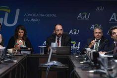 O advogado-geral da União, Luís Inácio Adams, e a presidenta do Ibama, Marilene Ramos, discutem com representantes da Samarco, Vale e BHP a criação da fundação | Valter Campanato/Agência Brasil