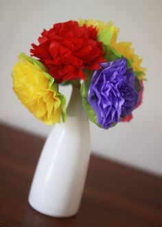 My Pretties: Paper Flowers Tutorial Projects For Kids, Crafts For Kids, Craft Projects, Arts And Crafts, Paper Crafts, Diy Crafts, Craft Ideas, Tissue Paper Flowers, Paper Flower Backdrop