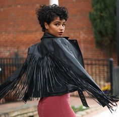 Curly hair: 30 must-see black short hairstyles for women - Page 37 of 37 - damen mode exklusiv.ch - # curly # hair # Hair styles # short You are in the right place about Curly Hairstyles updo Here we Curly Pixie, Curly Hair Cuts, Black Curly Hair, Curly Girl, Short Hair Cuts, Curly Hair Styles, Natural Hair Styles, Short Curly Hairstyles For Women, Afro Hairstyles