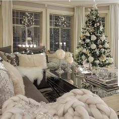 best white Christmas room decor ideas room White Christmas decor ideas for soft, warm and fresh vibes in your christmas decorated room Cozy Christmas, Christmas Holidays, Outdoor Christmas, Christmas Island, Homemade Christmas, Christmas Cactus, Christmas Quotes, Country Christmas, Christmas 2019