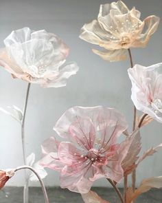 My original silk flowers are popular all over China. Everyone likes them very much. Organza Flowers, Fabric Flowers, Paper Flowers, Giant Flowers, Large Flowers, Tela Shabby Chic, Paper Art, Paper Crafts, Handmade Decorations