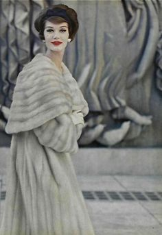 Simone D'Aillencourt in a glorious coat ! Vintage fur . 1950s fashion