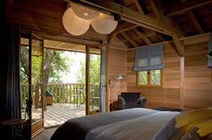 La Cabane A Pignata : http://www.vogue.fr/voyages/hot-spots/diaporama/cabanes-dans-les-arbres-hotels-haut-perches/15768/image/873024#!hotel-au-perche-la-cabane-a-pignata-corse-vavcances-insolites-tousssaint-cabane-dans-les-arbres