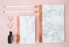 DIY-marble-notebooks-from-The-Lovely-Drawer.jpg (900×614)
