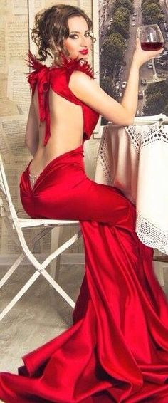 Glamour in red ~ CE♥ Evening Dress Long, Evening Dresses, Sexy Dresses, Prom Dresses, Mode Glamour, Fashion Vestidos, Mode Inspiration, Red Fashion, Beautiful Gowns