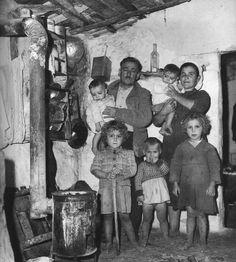 by Dimitris Harisiadis Drapetsona, Greece, 1959 Vintage Pictures, Old Pictures, Vintage Images, Old Photos, Greece Pictures, Greece Photography, Greek History, Great Photographers, Historical Photos