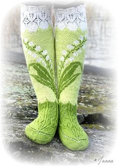 Ravelry Lily Of The Valley Socks Pattern By Titta J - ravelry maiglöckchen socken muster von titta j. - modèle de chaussettes ravelry lily of the valley par titta j Fair Isle Knitting, Loom Knitting, Knitting Socks, Hand Knitting, Knitting Patterns, Stitch Patterns, Knitting Machine, Vintage Knitting, Crochet Patterns