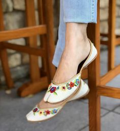 Pinterest • @bhavi91 Shoes Heels Pumps, High Heels, Summer Accessories, Fashion Accessories, Backless Shoes, Indian Shoes, Trendy Sandals, Cute Flats, Beautiful Shoes