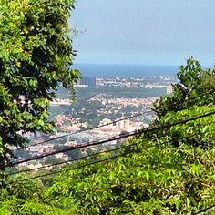 Vista da Barra da Tijuca a partir da rua Guimarânea, no meio da floresta da Tijuca, no bairro da Freguesia.