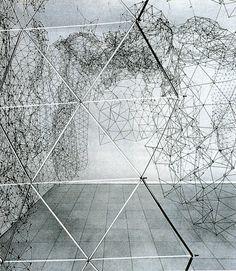 Gego. Artista y escultora moderna venezolana. Sus obras más populares se produjeron en los años 1960 y 1970, durante el apogeo de la popularidad del arte abstracto geométrico y el arte cinético.