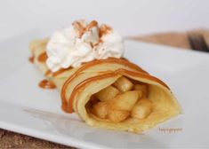 These Apple Pie Crepes are perfect for dessert.or breakfast! Only 2 points each for blue, green and purple. Ww Desserts, Healthy Desserts, Delicious Desserts, Healthy Recipes, Weight Watchers Pumpkin, Weight Watchers Desserts, Ww Recipes, Snack Recipes, Dessert Recipes