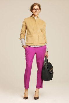 53 New Ideas For Moda Juvenil Femenina Oficina Fashion Moda, Work Fashion, Le Closet, Pantalon Cigarette, Pink Pants, Pink Trousers, Bright Pants, Cuffed Pants, Ankle Pants