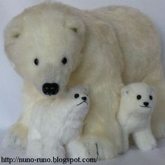 Sewing Animals Patterns How to make this Polar Bear and Baby Stuffed Toy - FREE Sewing Pattern and Tutorial Bear Toy, Polar Bear, Teddy Bear, Sewing Stuffed Animals, Stuffed Animal Patterns, Plushie Patterns, Bear Patterns, Sewing Dolls, Animal Crafts