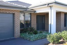Everyday Life Bricks - Austral Bricks, Australia's Largest Suppliers Brick House Colors, Exterior House Colors, Brick Facade, Facade House, House Facades, House Exteriors, Dream Home Design, House Design, Mcdonald Jones Homes