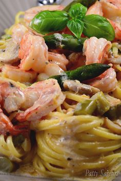 Shrimp Scampi, green asparagus, mushrooms and linguine in a creamy sauce, delicious! This is a very flavorful way of serving shrimps as they pair wonderfully with green asparagus and linguine seems just the right size pasta for this dish. Shellfish Recipes, Seafood Recipes, Pasta Recipes, Dinner Recipes, Cooking Recipes, Shrimp Dishes, Fish Dishes, Pasta Dishes, Food Shrimp