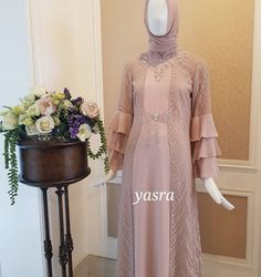 Manis banget nih 😍 Dress Brukat, Hijab Dress Party, Hijab Style Dress, Kebaya Dress, Dress Pesta, Batik Dress, Chic Dress, Lace Dress, Abaya Fashion