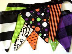Halloween fabric banner. #halloween #banner #bunting #fabricbanner #fabricbunting #reusable #mantle #decorations #homedecor #partydecor #partysupplies #fabric  sweetoctobershop.etsy.com