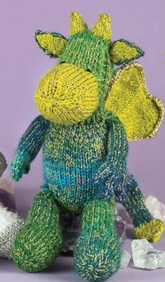 Cuddly dragon - FREE knitting pattern, available for a limited time only! This cute dragon is from Caprice Birker's book Cuddly Knitted Animals (Search Press, and is the perfect companion. Knitting For Kids, Loom Knitting, Free Knitting, Knitting Projects, Crochet Projects, Knitting Toys, Animal Knitting Patterns, Crochet Toys Patterns, Stuffed Animal Patterns
