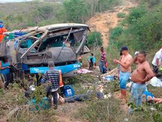 Seis pessoas morreram em um acidente envolvendo um ônibus na BR-116, trecho de Poções, no sudoes...