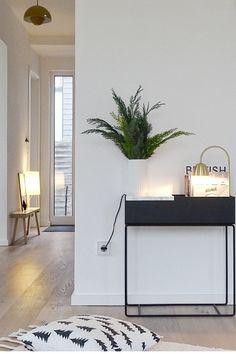 Flur Design, Design 24, Apartment Interior Design, Interior Styling, Living Room Decor, Bedroom Decor, Plant Box, Entryway Furniture, Room Inspiration