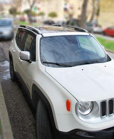 jeep renegade - tettuccio nero. santorografica effettua il wrapping di singole parti di qualsiasi vettura. Visita: http://www.santorografica.com/oscuramento-vetri.php verticals: wrapping tettuccio, specchietti cromati, portabagagli in carbonio, specchietti in carbonio, tettuccio in carbonio, maniglie cromate