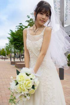 Fluffy Wedding Dress, Asian Bride, Wedding Beauty, Portrait Photo, Bikini Models, Beautiful Bride, Asian Girl, Wedding Gowns, Ball Gowns