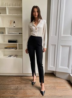 Business Professional Outfits, Business Outfits Women, Women Business Fashion, Women's Professional Clothing, Professional Fashion Women, Business Wear For Women, Work Attire For Women, Women's Business Clothes, Formal Attire Women Business