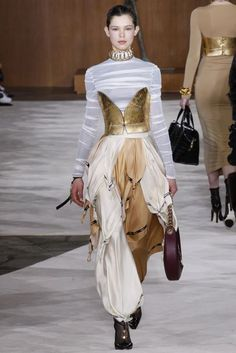 Carlin creative trend bureau - Milan et Paris: notre analyse - Défilés AH Fashion Terms, High Fashion, Fashion Show, Looks Street Style, Looks Style, Paris Fashion Week 2016, Fashion 2016, Latest Fashion, Milan