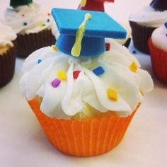 Our grad cap candy mold makes the perfect cup cake topper! Mold can be found at https://www.confectioneryhouse.com/molds/chocolate-candy-molds/graduation-candy-molds/small-3-d-graduation-cap-candy-mold
