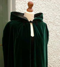 Vintage Riding/Equestrian Hooded Cape/Cloak Victorian/Steampunk Green Velvet £45.00 (1B)