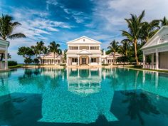 Her heart may go on and on, but her pools extend even longer. In fact, if it wasn't for the private water park Celine Dion built at her oceanfront . Florida Mansion, Florida Home, Florida Vacation, Home Luxury, Luxury Homes, Luxury Estate, Luxury Lifestyle, Luxury Cars, Lifestyle Blog