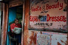 """""""India - Reading"""" - (c) Steve McCurry @Magnum Photos"""
