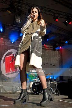 Lena Meyer-Landrut - die deutsche Saengerin und Gewinnerin beim Eurovision Song Contest - Konzert beim Radio Hamburg Oster-Mega-Hit-Marathon - TOP 826-Finale - Oster-Open-Air-Konzert auf der Moenckebergstrasse in Hamburg
