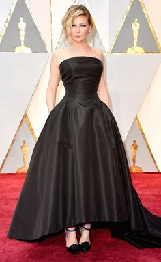 Oscars KIRSTEN DUNST wears an elegant black Dior Haute Couture ballgown with a high-low train (that shows off her favorite pair of shoes from the past 10 years!) and a delicate diamond necklace Award Show Dresses, Oscar Dresses, Kirsten Dunst, Celebrity Dresses, Celebrity Style, Celebrity Skin, Recycled Dress, Oscar Fashion, Women's Fashion