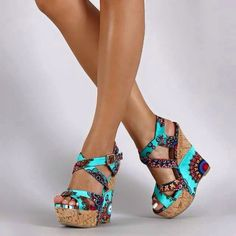Casual Fall Shoes - Must Have Footwear Collection. Hot Shoes, Crazy Shoes, Wedge Shoes, Me Too Shoes, Shoes Heels, Gorgeous Heels, Cute Heels, Beautiful Shoes, Heeled Boots