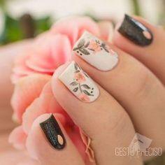 Decoración de uñas especiales para ocasiones elegantes . Uñas decoradas y diseños de uñas elegantes en rojo, negro, blanco y muchos colores temporada 2017 #uñaselegantes