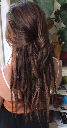 hippie hair 375909900151005230 - Woman Dreadlocks Source by Half Dreads, Partial Dreads, White Girl Dreads, Dreads Girl, Dreadlock Hairstyles, Hairstyles With Bangs, Black Hairstyles, Wedding Hairstyles, One Dreadlock In Hair