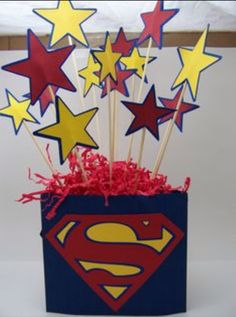 Scrap N with Jen: Superman Party Superman Birthday Party, Girl Superhero Party, Avengers Birthday, Birthday Party Tables, Batman Party, 1st Birthday Parties, Birthday Party Decorations, Party Themes, Ideas Party