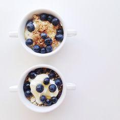 Greek Yogurt with Granola and Blueberries