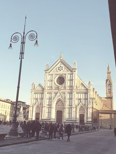 #travel #tuscany #florence #italy #santacroce #medieval Florence Italy, Tuscany, Barcelona Cathedral, Mascara, Medieval, Louvre, Lifestyle, Travel, Viajes