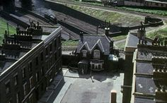 Scene from the film 'the ladykillers,' View of the old ladies house in federica street beside the bridge over the King's Cross mainline. Sadly the house and surrounding houses have now been demolished. Loving You Movie, Small Studio, Photos, Pictures, Aerial View, Old Women, Old Things, Cinema, London