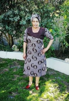Traditional African Shweshwe Dresses Styles For Women. Shweshwe attires are a cotton indigo Fab South African Dresses, South African Fashion, African Wedding Dress, Africa Fashion, African Attire, African Fashion Dresses, Xhosa Attire, Shweshwe Dresses, Maxi Dresses