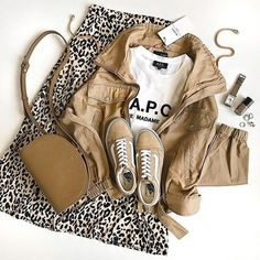 Keys To Finding The Best Sneakers For Women – Girl Next Door Fashion Best Sneakers, High Top Sneakers, Capsule Outfits, Womens Fashion Sneakers, Girl Next Door, Casual Fall, Converse Chuck Taylor, Women's Fashion, Fashion Ideas