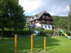 Unser Familienhotel & Reiterparadies Ponyhof liegt im Grünen.  http://www.ponyhof-familienhotel.at