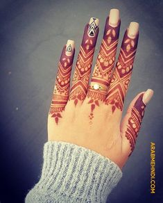 50 Most beautiful Engagement Mehndi Design (Engagement Henna Design) that you can apply on your Beautiful Hands and Body in daily life. Circle Mehndi Designs, Modern Henna Designs, Khafif Mehndi Design, Mehandhi Designs, Rose Mehndi Designs, Finger Henna Designs, Henna Tattoo Designs Simple, Latest Bridal Mehndi Designs, Mehndi Design Pictures