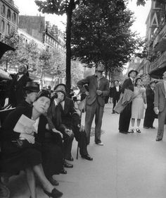 Paris, 1940s - 1950s, by Robert Doisneau.....wish I knew what they are looking at.