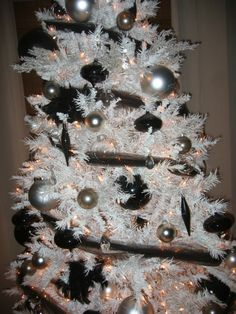 Dreaming of a black Christmas. THIS! This is what I'm wanting.